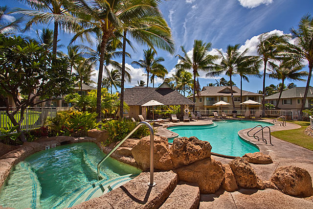 Kai Lani at Ko Olina's pool and jacuzzi access.