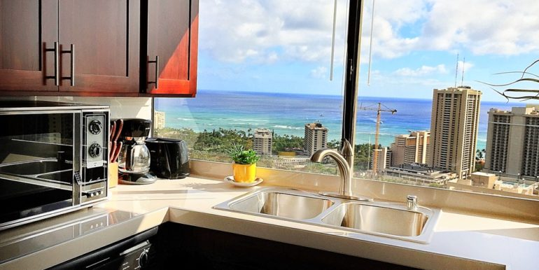 Hawaiian Monarch Penthouse 401 waikiki kitchen